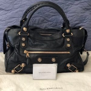 NOT FOR SALE Agneau Giant 21 Rose Gold City Black